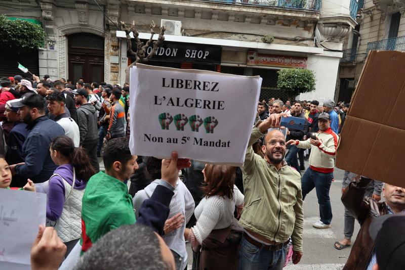proteste-in-algeria-2