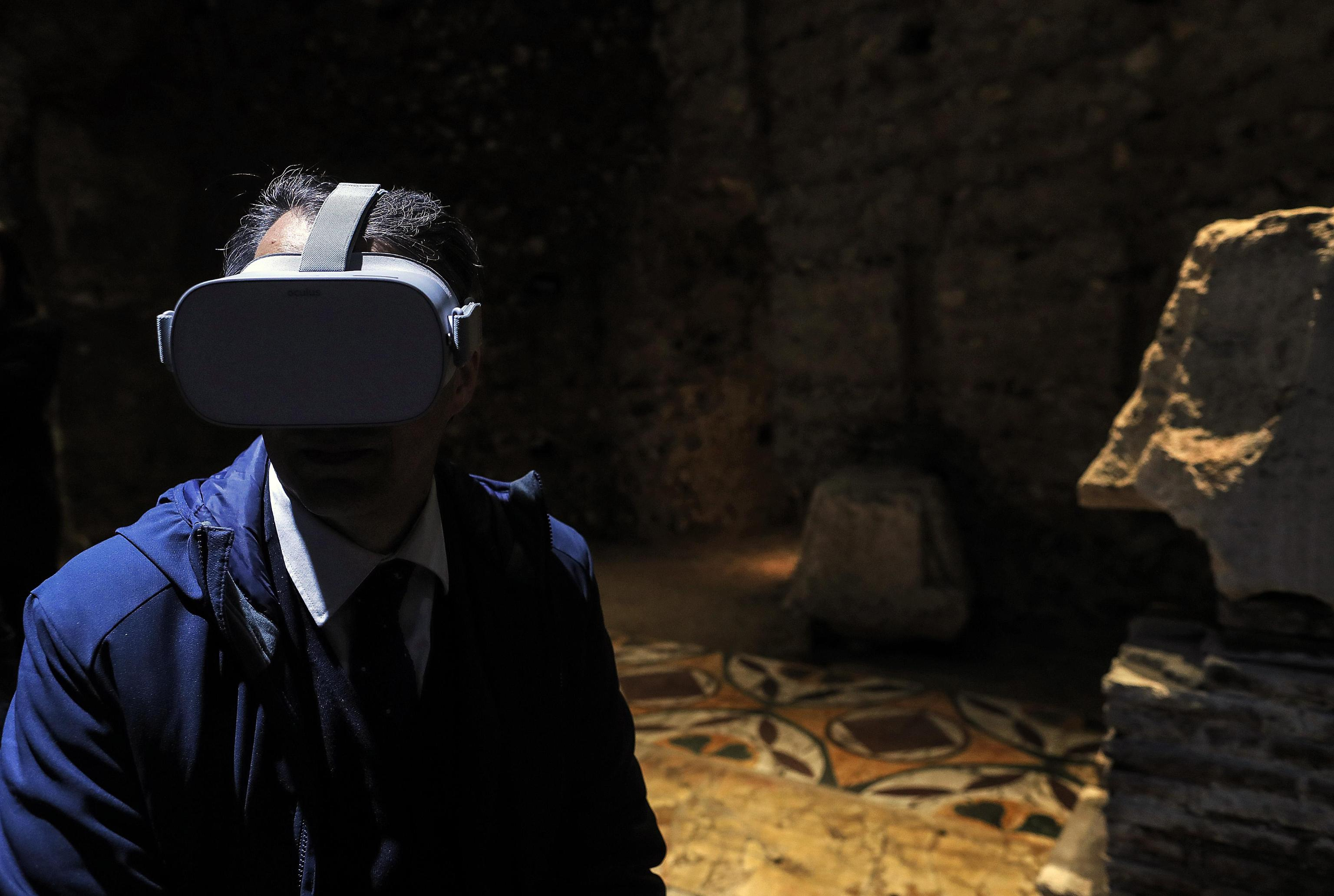 A visitor with a virtual reality viewer in one of the rooms in the 'Domus Transitoria', the first Nero's palace on the Palatine Hill, Colosseum Archeological Park, Rome, Italy, 11 April 2019. ANSA/RICCARDO ANTIMIANI