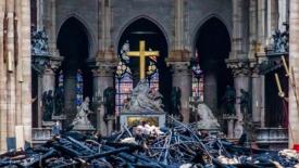 L'arte, la croce, Maria