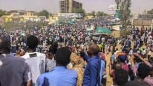 Sudan, al-Bashir abbandona Khartoum