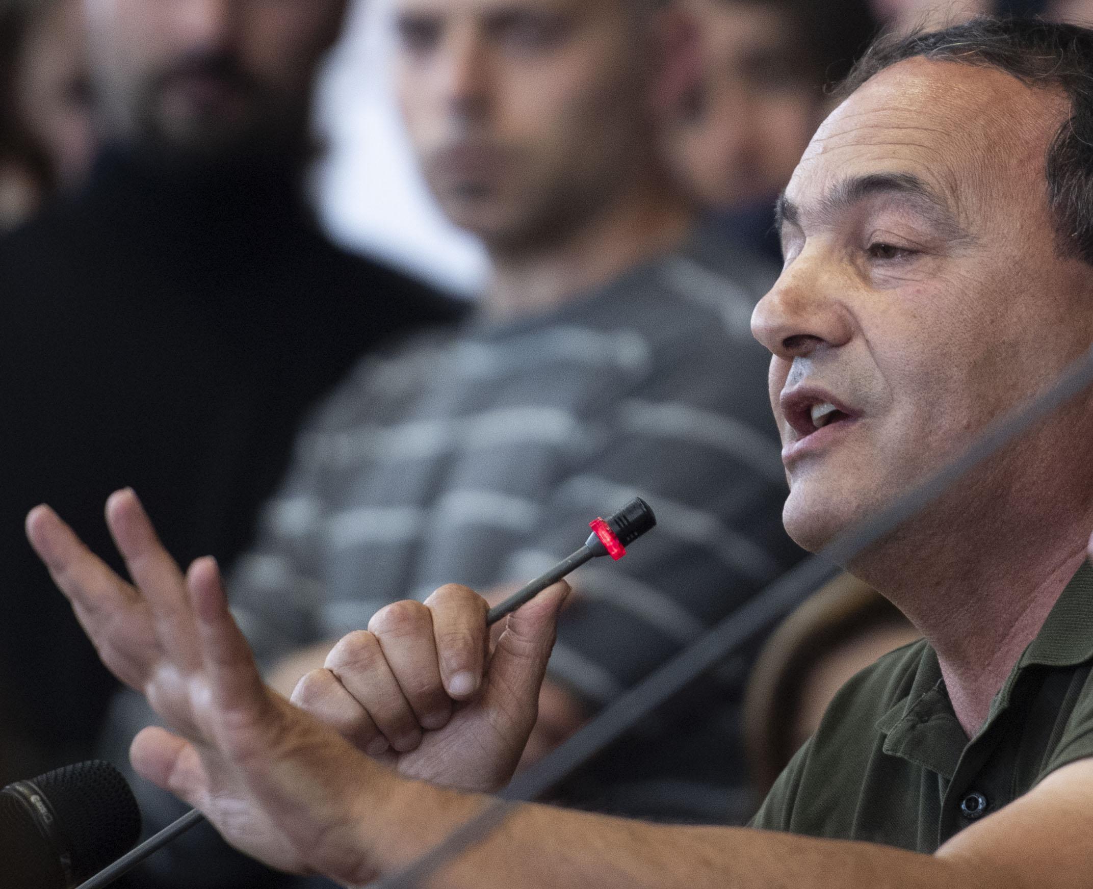 L'ex sindaco di Riace Mimmo Lucano, nel corso del seminario all'Università La Sapienza a Roma, 13 maggio 2019.   ANSA/MAURIZIO BRAMBATTI
