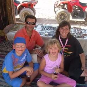 Con marito e figli adottivi