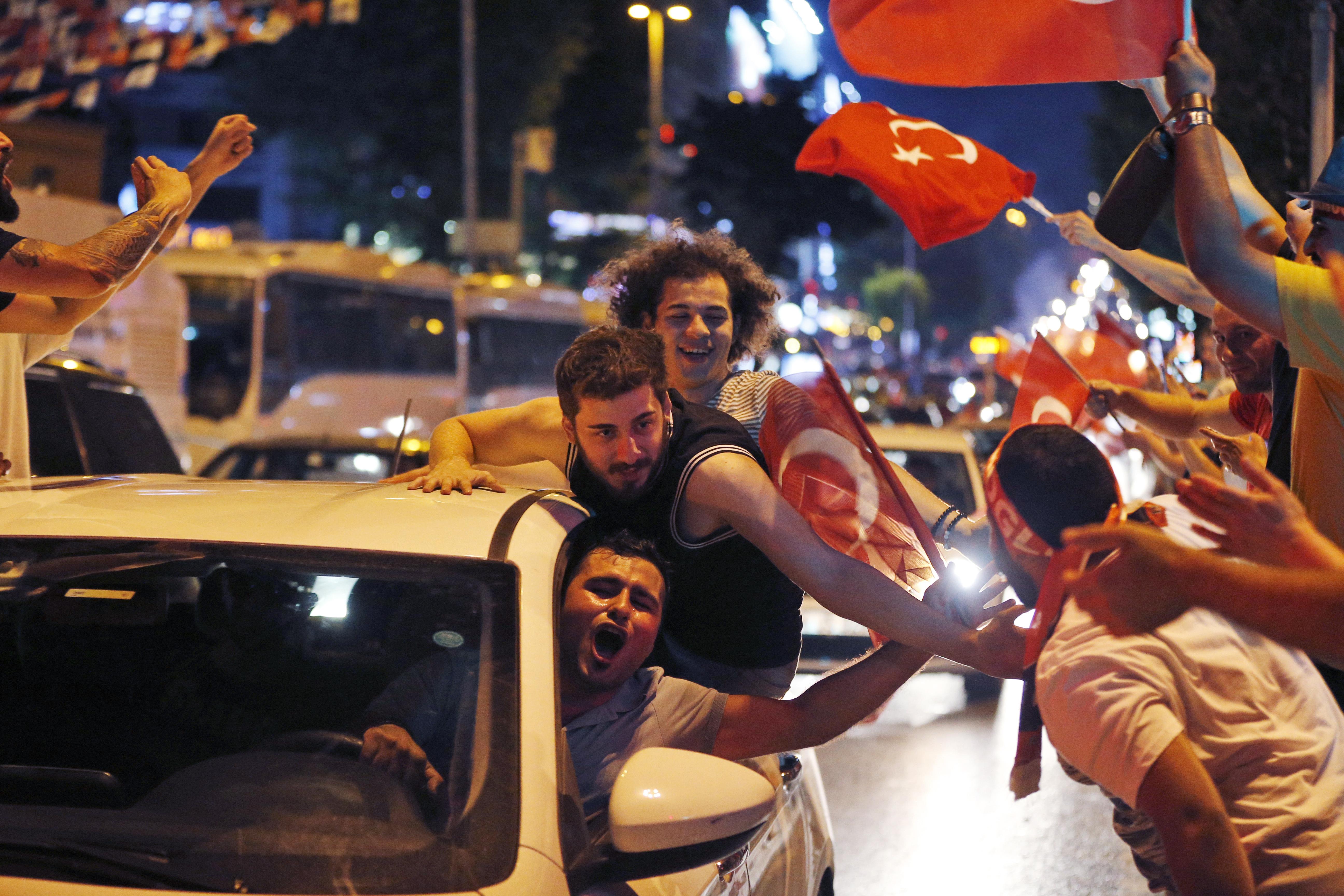 Festa per la vittoria di Ekrem Imamoglu