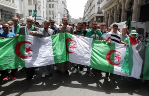 Algerians protesters call for radical change of the system