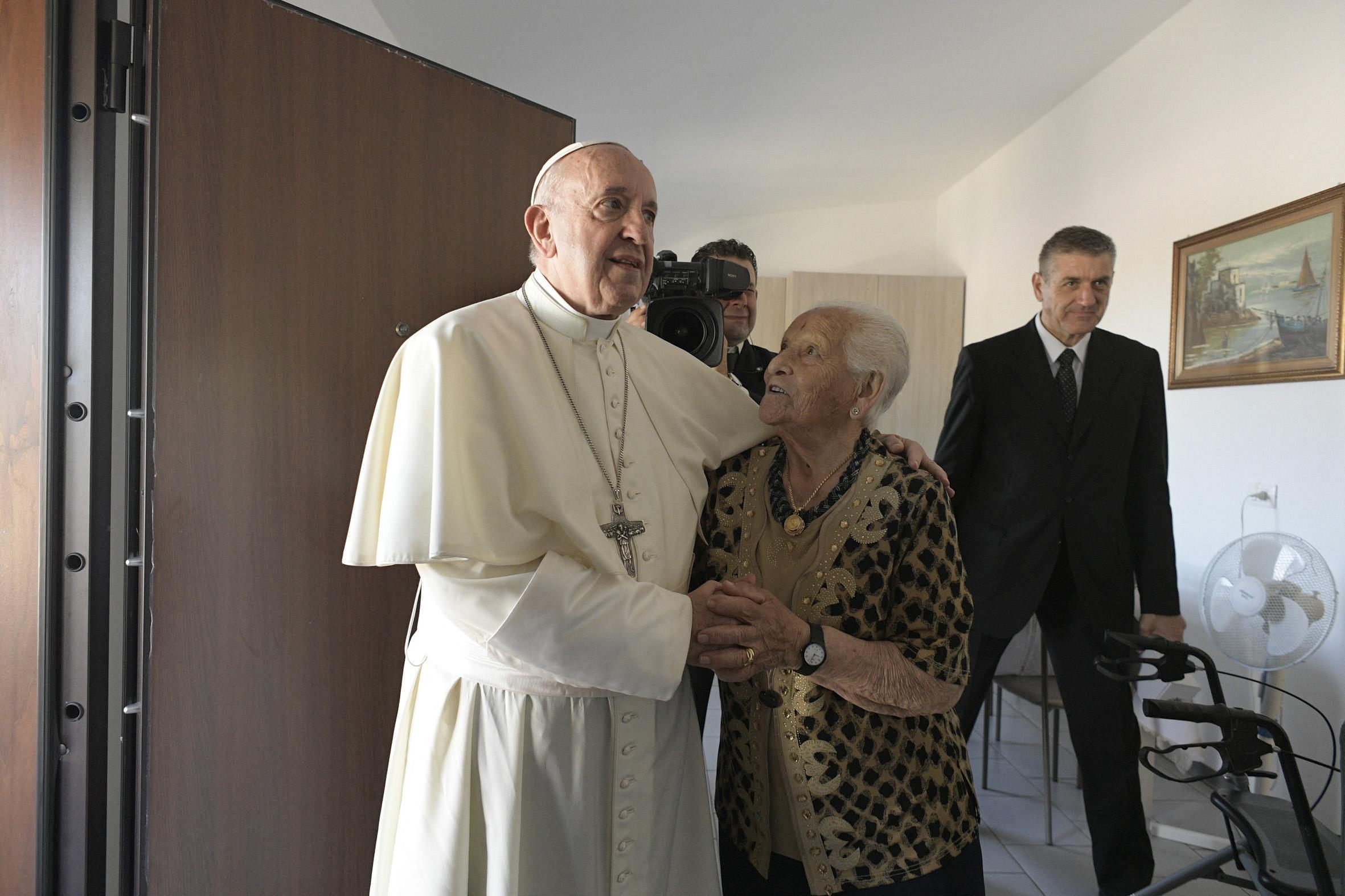 Papa: oggi a Camerino, per abbraccio con terremotati