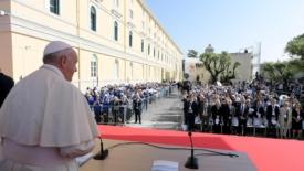 Francesco: il Mediterraneo un mare aperto all'incontro