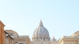 Una grande tavolata italiana senza muri