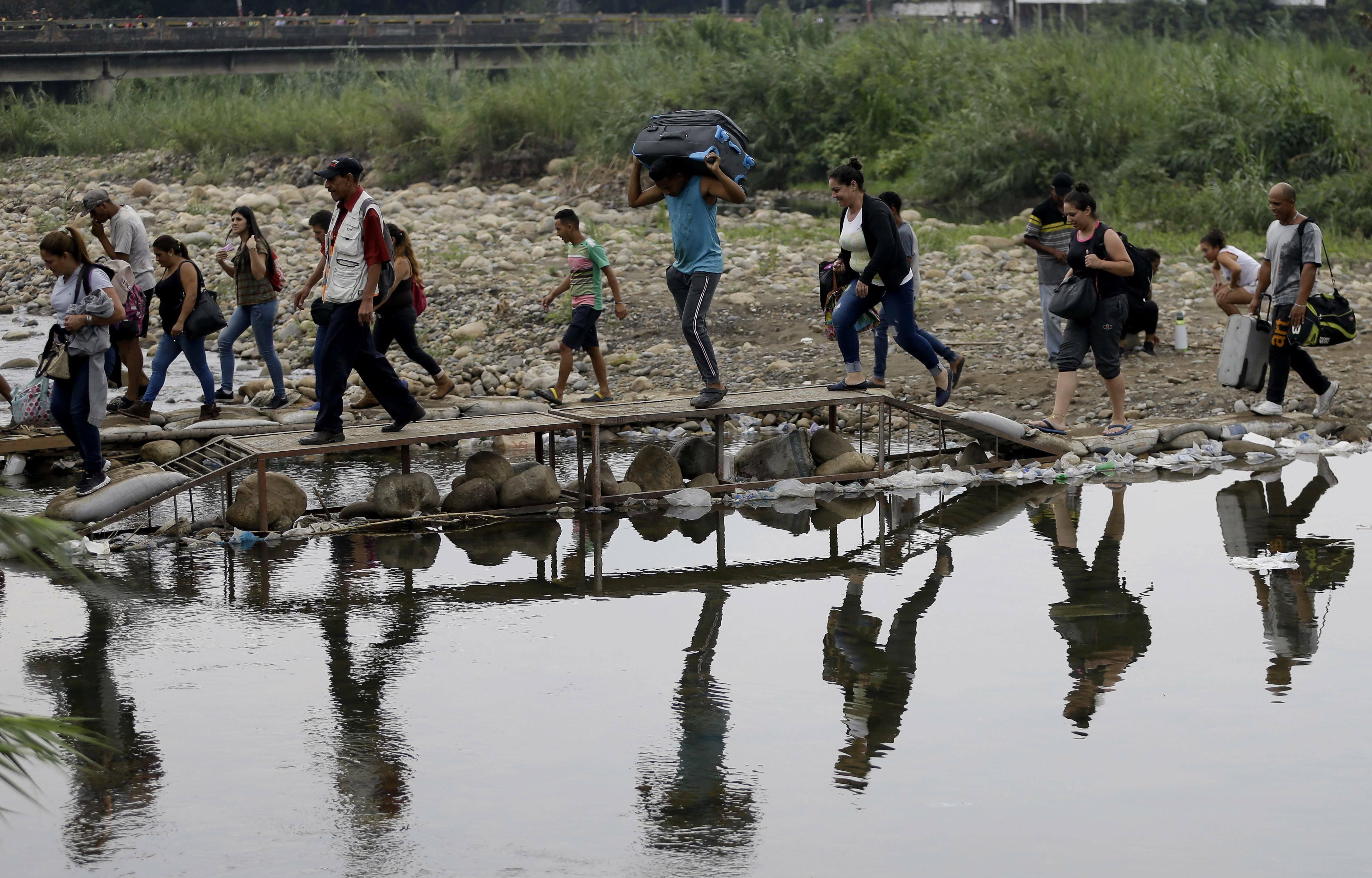 In fuga dal Venezuela verso il Perù