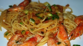 Spaghetti saltati con gamberi