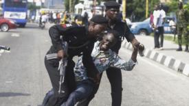 """Nigeria: polizia contro manifestanti """"rivoluzionari"""""""