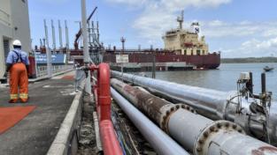 Kenya, i primi barili di petrolio