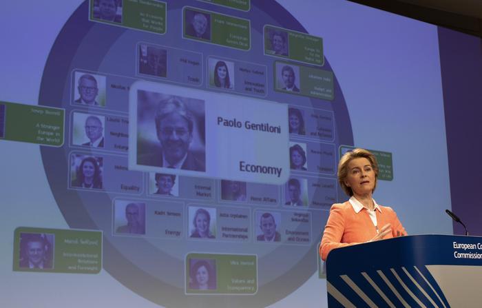 Von der Leyen, è un onore succedere a Juncker
