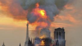 La cattedrale brucia
