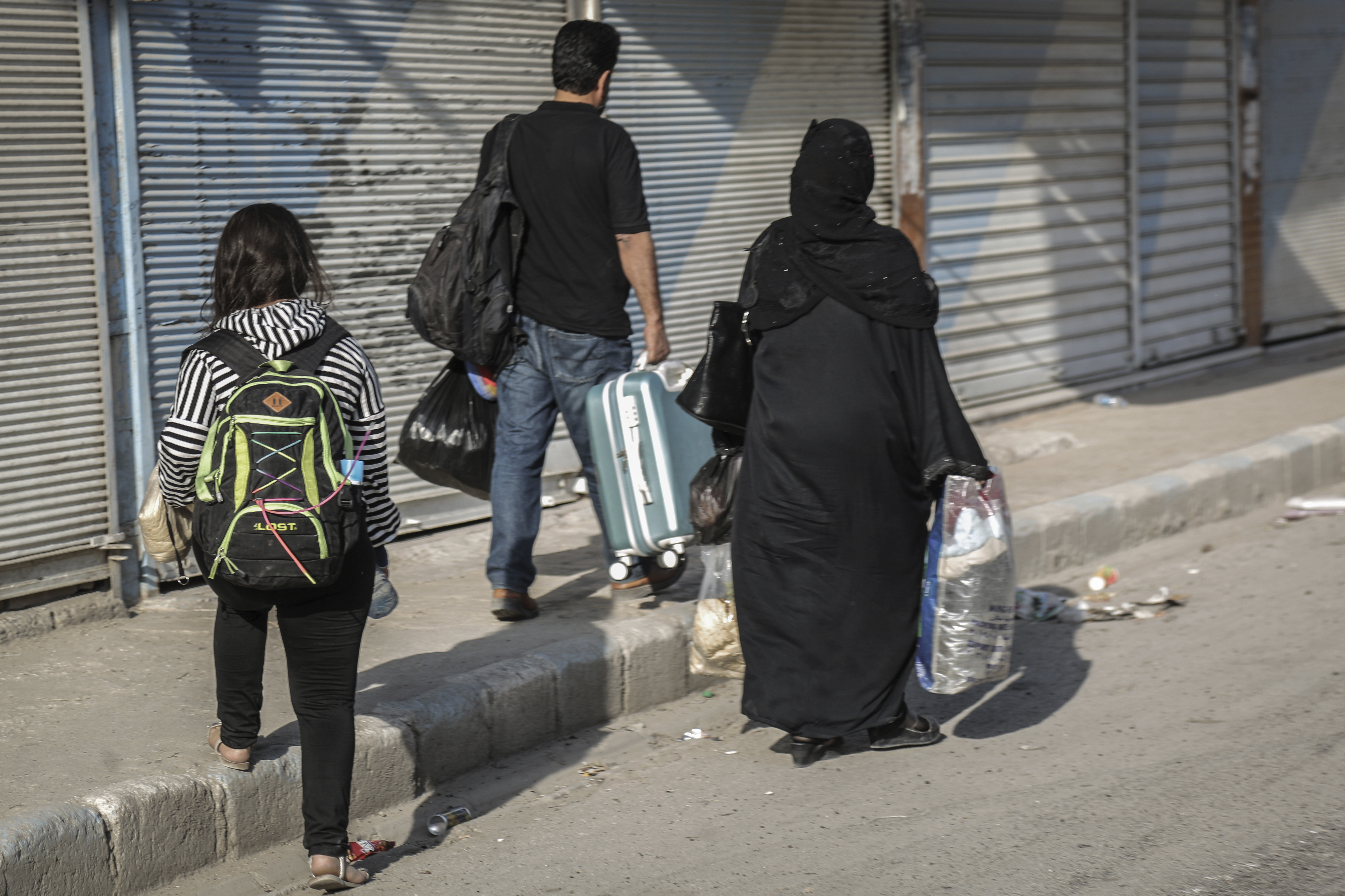 14 October 2019, Syria, Tell Abiad: Residents flee from the fighting. Photo by: Anas Alkharboutli/picture-alliance/dpa/AP Images