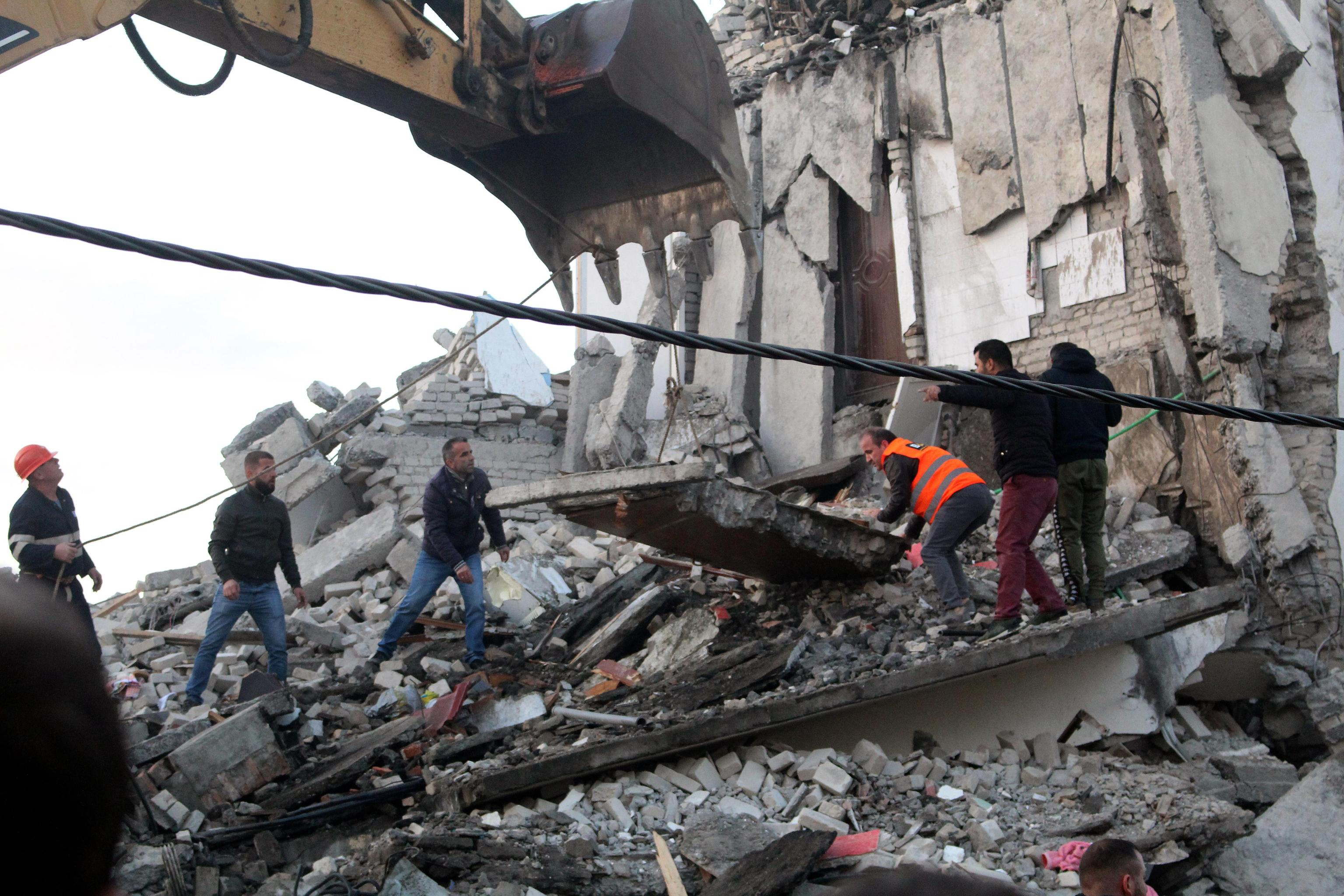 epa08025882 People search for survivors in the rubble of a building after an earthquake hit Thumane, Albania, 25 November 2019. Albania was hit by a 6.4 magnitude earthquake on 26 November 2019, leaving three people dead and dozens injured.  EPA/MALTON DIBRA