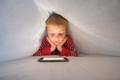 Miopia nei bimbi, peggiora con cellulari e videogiochi