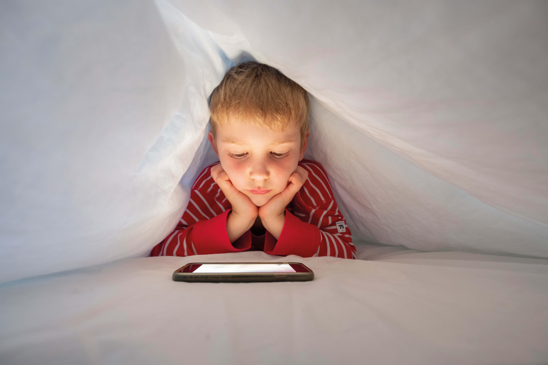 bambino e smartphone