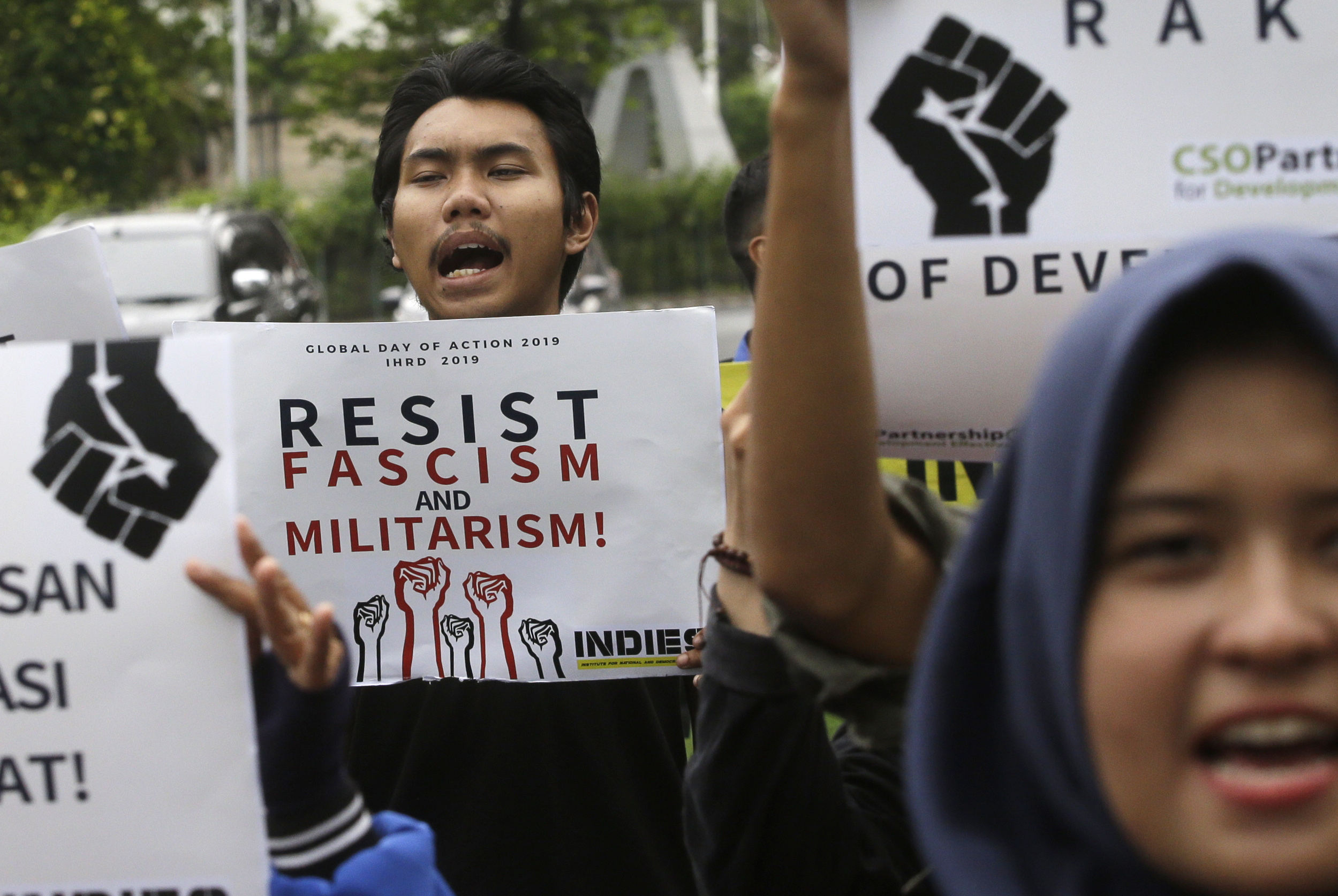Activists shout slogans during rally to mark the Human Rights Day outside U.S. embassy in Jakarta, Indonesia, Tuesday, Dec. 10, 2019. Rights activists marched in Indonesia's capital Tuesday, calling on the government of the world's most populous Muslim and third largest democracy to protect and respect human rights.(AP Photo/Achmad Ibrahim)