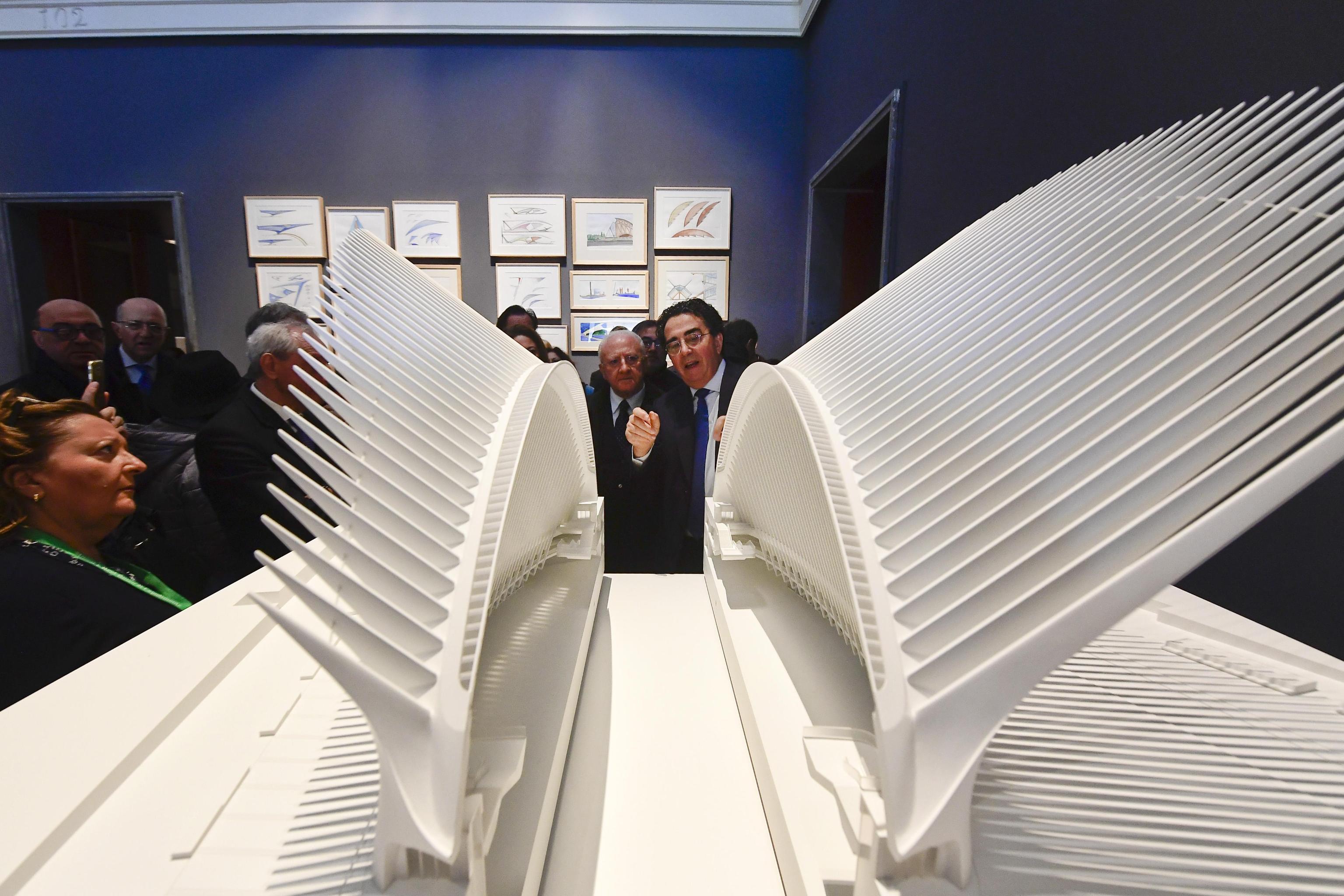 Santiago Calatrava ed  il presidente della regione Campania Vincenzo De Luca  alla  mostra con  quattrocento opere - sculture, disegni, maquette di  Calatrava allestita al  Museo e Real Bosco di Capodimonte, 5 dicembre 2019  ANSA / CIRO FUSCO
