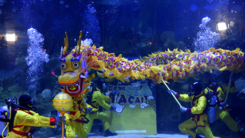 Divers perform underwater dragon dance as part of upcoming Chinese Lunar New Year celebrations at Aquaria KLCC underwater park in Kuala Lumpur, on Friday, Jan. 17, 2020. (AP Photo)