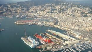 Coronavirus, nave ferma nel porto di Genova