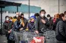 Coronavirus, soldi per il cibo nell'Italia sotto attacco