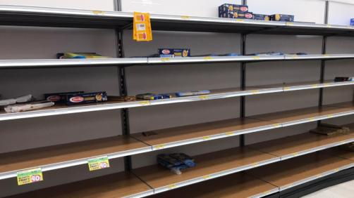 Coronavirus. supermercati presi d'assalto nel milanese (AP Photo/Antonio Calanni)