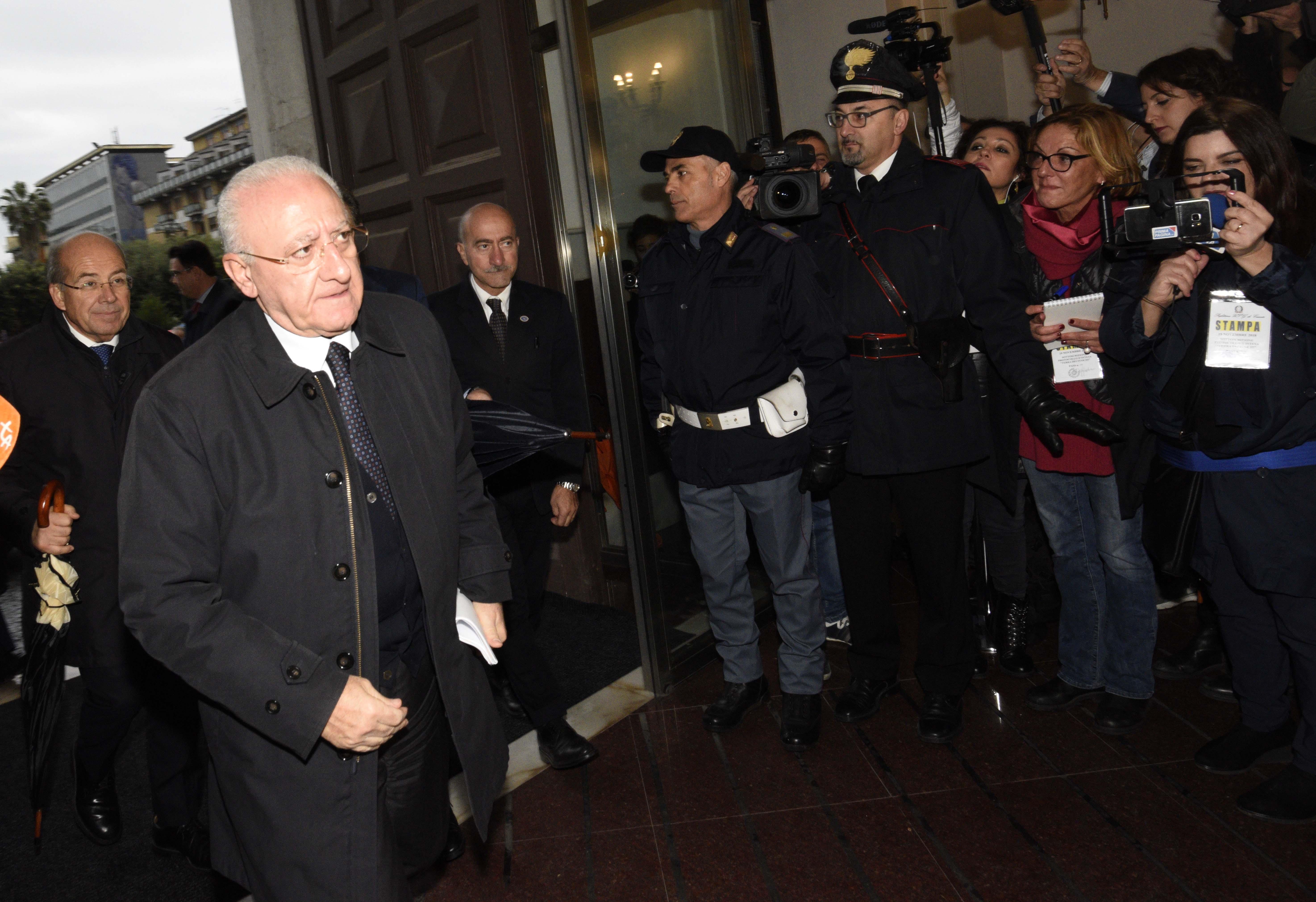 Foto Stefano Cavicchi/LaPresse 19/11/2018 Caserta / CE Politica Rifiuti, governo firma il protocollo per la Terra dei fuochiNella foto: Vincenzo De Luca