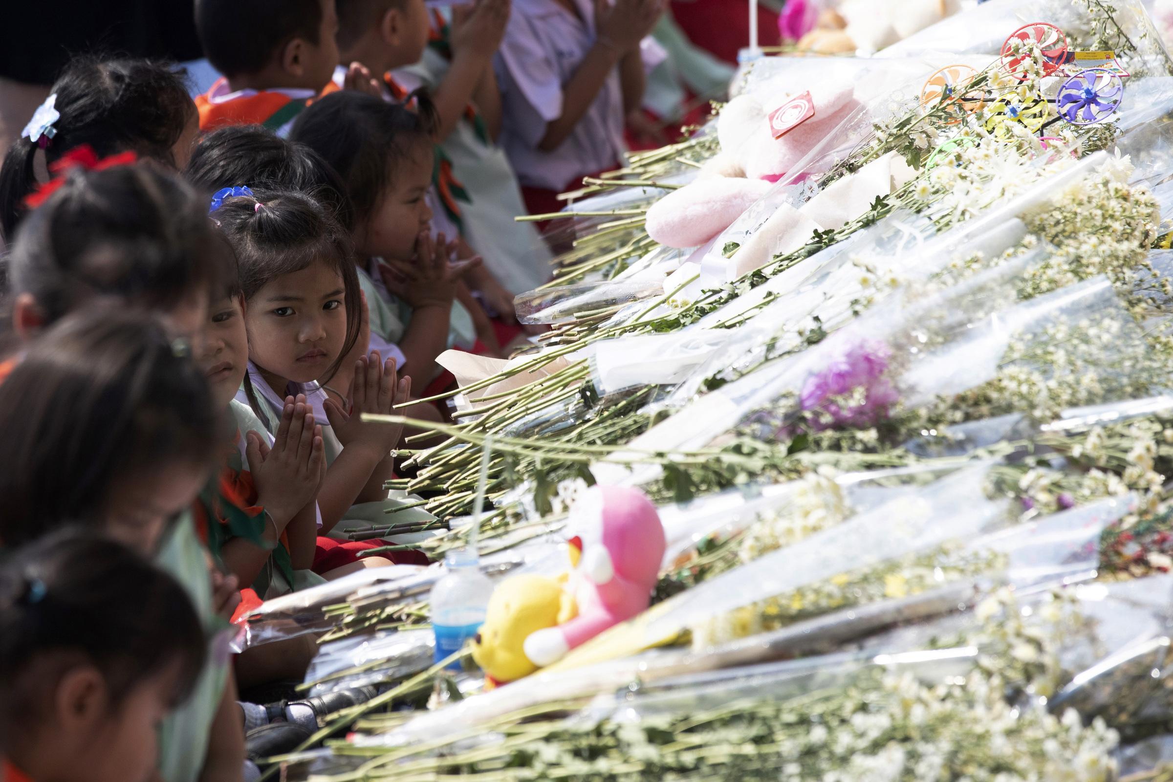 Thailandia, Sparatoria centro commerciale a Korat si ricordano le vittimeThailandia, Sparatoria centro commerciale; si ricordano le vittime (AP Photo/Sakchai Lalit)