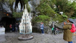 Coronavirus, chiudono Lourdes e la Francia