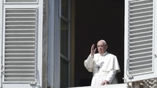 Il papa: l'universalità della preghiera contro il coronavirus