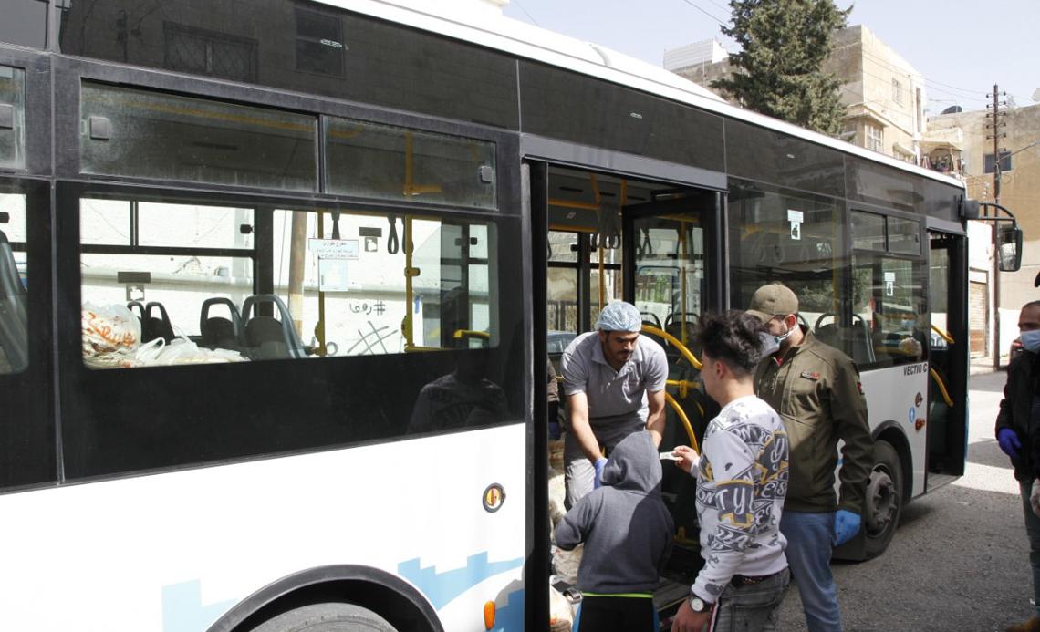autobus-che-distribuisce-pane-in-giordania