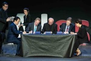 """Il momento della firma della """"Call for an AI Ethics"""". Da sinistra: Dongyu Qu, Brad Smith, mons. Paglia, John Kelly, Paola Pisano"""