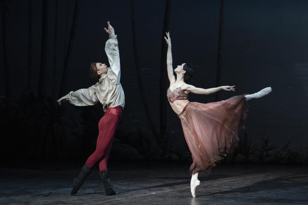il-corsaro_olesja-novikova-medora-leonid-sarafanov-conrad_ph-yasuko-kageyama-teatro-dellopera-di-roma-2019-20_5329-web