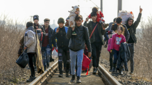 Bassetti: Aver cura dei migranti, stranieri e italiani, anche nella pandemia