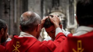 Bergoglio: Sacerdoti in mezzo al popolo