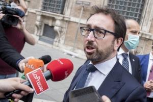 Foto Roberto Monaldo / LaPresse. Il ministro della Giustizia Alfonso Bonafede esce dal Senato
