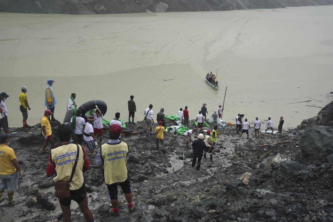 giada. Myanmar, strage nella miniera: più di 160 persone morte nella franaMyanmar, strage nella miniera: più di 160 persone morte nella frana