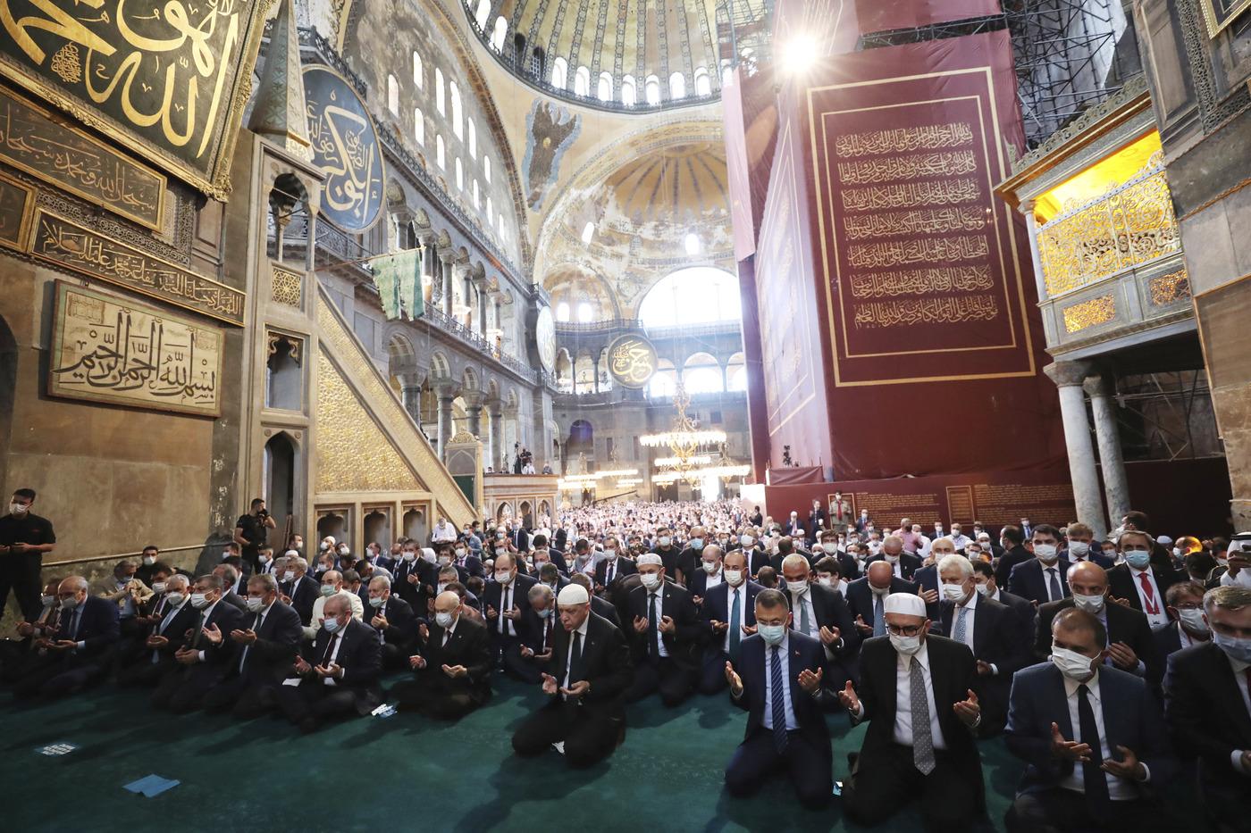 Hagya Sophia, Turchia, prima preghiera del venerdì a Santa Sofia dopo 86 anniTurchia, prima preghiera del venerdì a Santa Sofia dopo 86 anni
