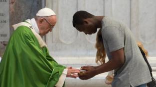 Papa Francesco condanna l'inferno dei campi di detenzione in Libia