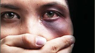 La violenza sulle donne è solo un'ideologia?