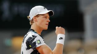 Sinner, inizio da sogno al Roland Garros