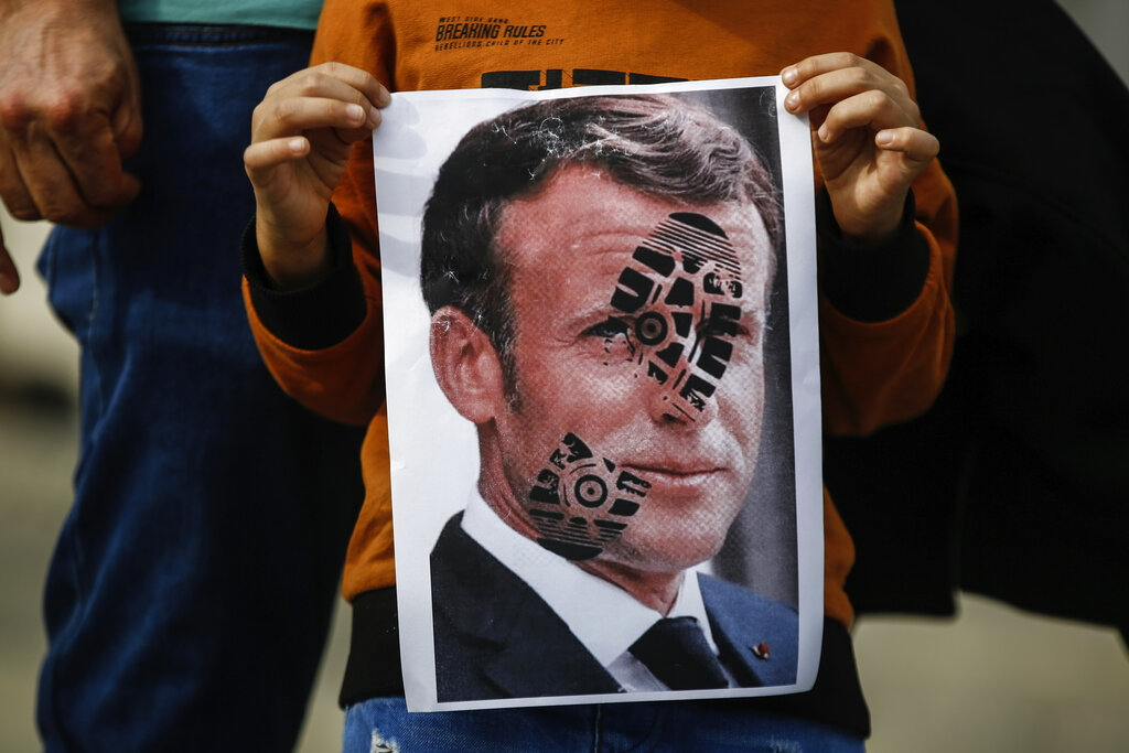 proteste-in-turchia-contro-il-presidente-francese-macron-e-contro-la-francia-foto-di-emrah-gurel-per-ap