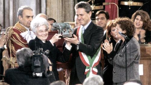 Roma, 22 gennaio 2000: Chiara Lubich riceve la cittadinanza onoraria in Campidoglio, nel giorno del suo ottantesimo compleanno