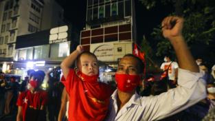 Aung San Suu Kyi vince ancora, nonostante tutto
