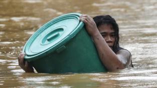 Il passaggio distruttivo del tifone Vamco