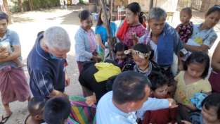 Un Natale nei campi profughi fra Thailandia e Myanmar