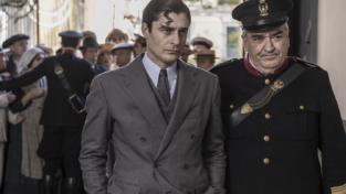 Lino Guanciale è il tenebroso commissario Ricciardi