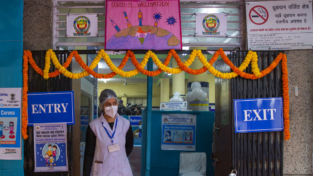 Prova in India del sistema di somministrazione del vaccino Covid-19