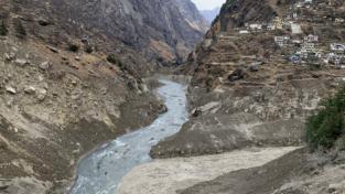 Il ghiacciaio Nanda Devi provoca morte in India